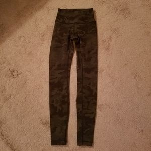 Lululemon Wunder Under size 2